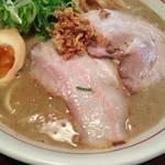 「ラーメン頑固麺」旨味タップリ濃厚鶏豚骨ラーメンが絶品!伏見エリア不動の人気店!
