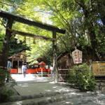 【嵐山特集】黒木鳥居と縁結びで有名な「野宮神社」パワースポットとしても人気!