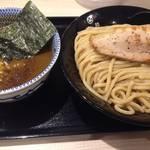 行列が途絶えない八幡の「麺屋たけ井R1店」ゆずが効いた濃厚つけ麺にハマル!【つけ麺】