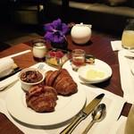 鴨川二条 リッツカールトン京都でピエールエルメの至福の朝食「ザ・ロビーラウンジ」【スイーツ】