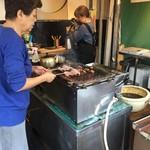 【閲覧注意?】 「稲福」で伏見稲荷名物のすずめの丸焼きを食べてきた!【名物】