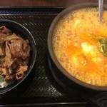 新堀川 焼肉やる気が運営。ぐっつぐつのスン豆腐「カルビ丼とスン豆腐の専門店の韓丼 本店」
