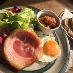 大徳寺徒歩圏内の絶品モーニング!円い自家製ベーコンは食べるべき☆カフェの域を超えた「ウルクス」