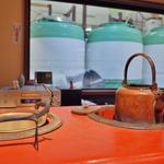 仕込み蔵を眺めながら頂く最高の日本酒「藤岡酒造 酒蔵バーえん」【酒の街 伏見】