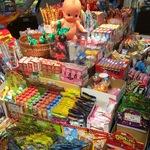 懐かしさがあふれ出す、駄菓子ワールド!!「1丁目1番地よろずや」(イオンモール高の原内)