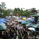 毎月15日開催の大人気市!お寺でぶらりお買い物!!作家自慢の品々並ぶ☆「百万遍さんの手づくり市」