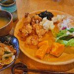 地元野菜をふんだんに使ったランチビュッフェが人気!「流れ橋交流プラザ四季彩館 八幡家」