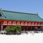 平安神宮神苑で、花菖蒲と睡蓮の美しいコラボレーションが楽しめます♡