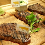 赤ワインと一緒に黒毛和牛の熟成肉ステーキをカジュアルに楽しめちゃう~♪「听 四条室町店(ポンド)」