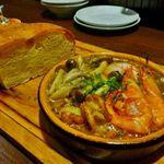 樽詰めの泡とイタリア産の生ハムが大人気!コスパ良しの四条烏丸「フェリスラナ」
