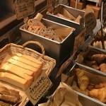香ばしい石窯パンがランチなら食べ放題!「ラミデュ パン」@北山の巻っす