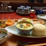 七条川端 鴨川を望みながら本格タイ・ラオス料理を「キンカーオ」