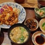 街の定食屋の域を超えた小料理店風情。「料理 まる福」@千本丸太町