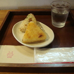 錦市場 握りたてふっくらつやつや「錦の懐石米おむすび☆」中央米穀錦店 おむすび茶房