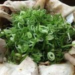 肉増しすぎラーメン!龍大近くインパクト大のラーメン店「屋台ラーメン ばんらい屋」