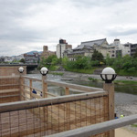 納涼床がカジュアルに楽しめる京町家タイレストラン「バーン・リムナーム」