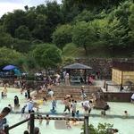 プールデビューにぴったり!安心して水遊びが楽しめる!「西山公園ジャブジャブ池」