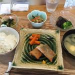 お母さん手作り!野菜メインのヘルシーランチ!「喫茶 サン」@平野神社近くの巻っす