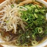 シンプルに美味しい豚骨醤油の京都ラーメン!野菜のメガ盛りもできる!「たかばしラーメン 京都南インター店」