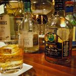 スリランカカレーをアテに珍しいウイスキーが楽しめる「Bar Chaos(バー カオス)」