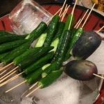 【錦市場】サッパリきゅうりの一本漬は食べ歩きにピッタリ☆「京都つけもの 錦・高倉屋」