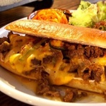 噂のフィリーチーズステーキも!看板犬がお出迎えに!「ザ グレイビー」@御所西の巻っす