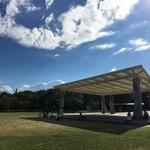 芝生の上が気持ちいい!カフェやちんちん電車も!京都駅から徒歩圏内の大型公園「梅小路公園」