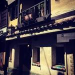 京都を代表する絶滅危惧種のレトロ喫茶!クラシック名曲も流れ気分は中世ヨーロッパ☆「築地」【四条河原町】