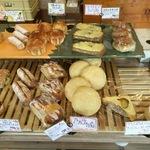 お惣菜パンはおかずの域!アットホームで雑貨屋さんのようなかわいいパン屋さん☆「ブーランジェジュリコノオミセ」