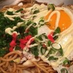 生麺を使った絶品焼きそばがクセになる!「鉄板食堂ことら」@八坂神社前の巻っす
