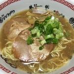 創業70年、京都ラーメンの代表格!「中華そば ますたに」背脂のコクたっぷりスープを忠実に再現!