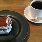 シンプルにおいしいコーヒーとデザートをひたすらに追及してる一乗寺のカフェ「アカツキコーヒー」