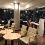 鴨川を眺めながらコーヒーを!コンセントもあり便利!「ドトールコーヒーショップ 京都四条大橋」店