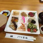 色んな味が楽しめるプレートランチがオススメ!「京料理・寿司 岩倉 福助」@岩倉の巻っす