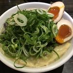 濃厚なのに後味スッキリ!麺はプリプリのツルツルで「京都祗園  泉  麵家 千本丸太町店」