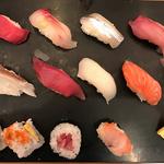 職人が握る寿司ランチが900円!便利な市役所前の穴場店「回転鮨割烹 魚倖 (うおこう)」