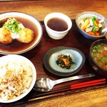 オフィス街の京都自然食レストランのパイオニア!身体にやさしいランチは不動の人気「びお亭」【烏丸御池】