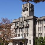 市役所は歴史を感じる建築物!週末はイベントで賑わう「京都市役所前広場」