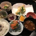 こんな天ぷら御膳見たことない!揚げたての天ぷらは3回☆穴場の和食屋さん「おお乃」