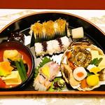 彩り豊かな京料理がぎっしり詰まった華やかなお弁当を美しい設えのお座敷で「たん熊北店 本店」