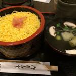 錦糸卵の下にはネタがたっぷりの特製ちらし寿司「すし処 城熊」@壬生寺裏の巻っす