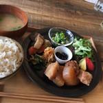 野菜をふんだんに使ったオサレなワンプレートランチ「季節の野菜料理 ヒトテマ」@北白川の巻っす