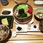野菜のプロが手がける京都八百屋スーパー内の絶品ランチ!オフィスビル屋上農場の採れたて野菜も!!八百一本館 「きょうのおかず 」【烏丸御池】