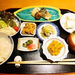 雰囲気抜群!の京町家で頂く一汁九菜の和食ランチはとってもおススメ!「御食事処 福松」