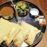 大映通り商店街「DAL-MASALA(ダル・マサラ)」まろやかカレーに激ウマチーズナンが最高♡【インド料理】