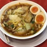 奈良県民が愛する白菜とニンニクたっぷりのピリ辛醬油ラーメン「彩華ラーメン 八幡店」