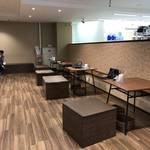 カフェ・喫煙スペースも!国内最大級の「セブン-イレブン 西院駅南店」