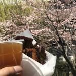 桜咲く水辺に人気飲食店ブースが集結し花見気分!伏見 宇治川派流の「桜まつり」