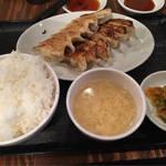 学生街に本格餃子の専門店がオープン!中華麺は380円!「福吉 一乗寺店」