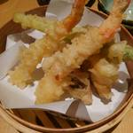 歓迎会にもぴったり☆ヘルシー米油のさくさく天ぷら&とろ〆鯖寿司が絶品! 海鮮居酒屋「米福」